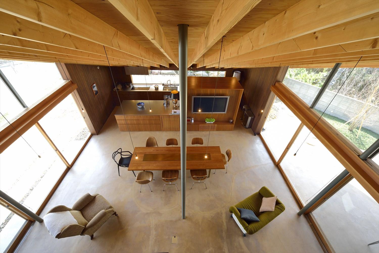 高い勾配天井の平屋LDK