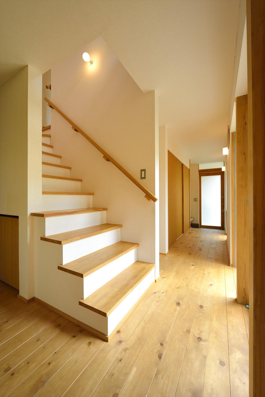注文住宅の階段ホール
